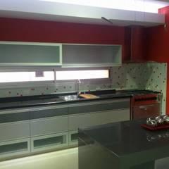 Cocina: Cocinas de estilo moderno por Fernando Galoppo - ARQUITECTURA