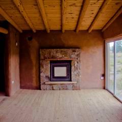 CASA MAZZOLI: Livings de estilo  por bioma arquitectos asociados,Rural