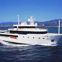 Yacht: Yachts & Jets de style  par réHome, Moderne