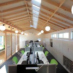 三島丘の社屋: ニュートラル建築設計事務所が手掛けた壁です。,