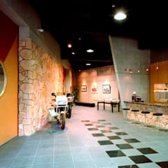 那須PS-GARAGE: 株式会社 t2・アーキテクトデザイン 一級建築士事務所が手掛けた壁です。,