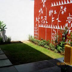 Jardines de estilo asiático por ar.dhananjay pund architects & designers