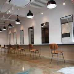 Berea for hair: TRANSFORM  株式会社シーエーティが手掛けた商業空間です。,インダストリアル