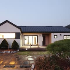 햇살품은 미니멀리즘 주택   [용인 방아리]: 윤성하우징의  주택
