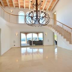 Villa mit Meerblick in Port Andratx:  Flur & Diele von Element 5 Mallorca S.L.U.