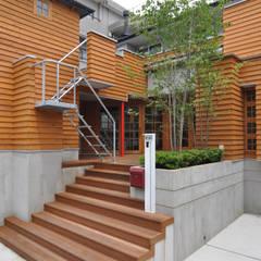 所沢の家: (株)独楽蔵 KOMAGURAが手掛けた廊下 & 玄関です。