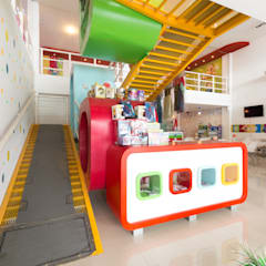 LOCAL DE JUEGO PARA NIÑOS / KIDSLANDIA: Salas de eventos de estilo  por CELOIRA CALDERON ARQUITECTOS