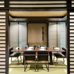 Kasara Townhouse:  Dining room by Design Intervention