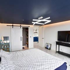 프렌치모던, 취향 저격의 40평 신혼집 인테리어: 로하디자인의  침실