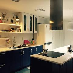 프렌치모던, 취향 저격의 40평 신혼집 인테리어: 로하디자인의  다이닝 룸,지중해