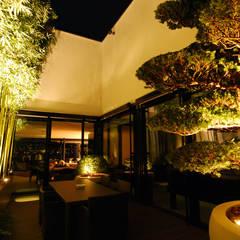 Gartenraum im  Haus:  Terrasse von Lustenberger Schelling Landschaftsarchitektur