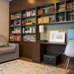Oficinas de estilo  por Carla Almeida Arquitetura,