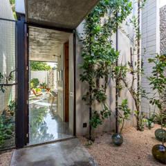 La Casa Desnuda: Jardines de estilo  por Taller Estilo Arquitectura