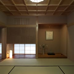 Salas multimedias de estilo  por AMI ENVIRONMENT DESIGN/アミ環境デザイン