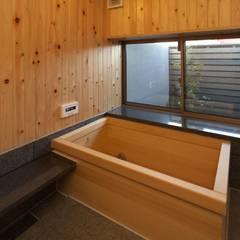 前原の家: AMI ENVIRONMENT DESIGN/アミ環境デザインが手掛けたスパ・サウナです。
