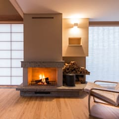 暖炉のある家: AMI ENVIRONMENT DESIGN/アミ環境デザインが手掛けたリビングです。