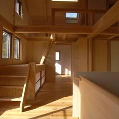 AMI ENVIRONMENT DESIGN/アミ環境デザイン Коридор, прихожая и лестница в азиатском стиле