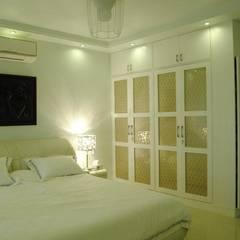Chambre de style  par Construction Associates, Moderne