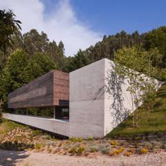 Casa do Gerês: Casas  por Carvalho Araújo,Moderno Betão