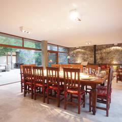 Casas de Playa - El Patio -: Comedores de estilo moderno por LUCAS MC LEAN ARQUITECTO