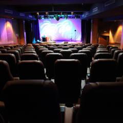 Sala Teatrex: Salones de eventos de estilo  por lclesca