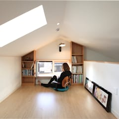 다락서재: 주택설계전문 디자인그룹 홈스타일토토의  서재 & 사무실
