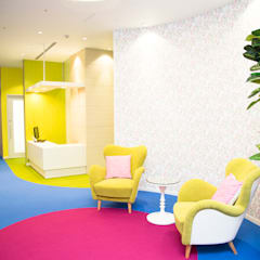 Hospitals by 株式会社Juju INTERIOR DESIGNS, Tropical