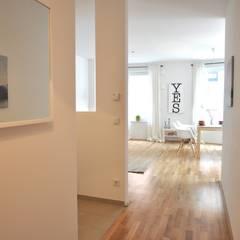 Flur:  Flur & Diele von Karin Armbrust - Home Staging