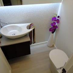 Remodelação de Apartamento, Braço de Prata : Casas de banho  por Happy Ideas At Home - Arquitetura e Remodelação de Interiores