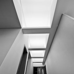 구산동 근린생활시설+주택: GongGam Urban Architecture & Construction의  창문,북유럽