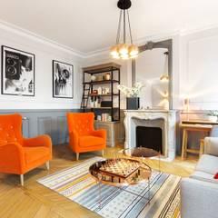 Salon cosy moderne orange: Salon de style de style Moderne par Carnets Libellule