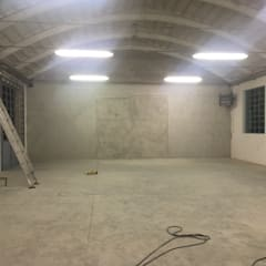 Costruzione parete divisoria di fondo : Stadi in stile  di LTAB/LAB STUDIO