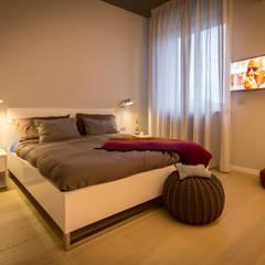 2BE OPEN-SPACE: Camera da letto in stile  di davide pavanello _ spazi forme segni visioni