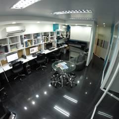 Sede 5D Proyectos: Salas de entretenimiento de estilo  por 5D Proyectos