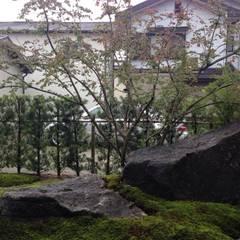 庭in新宮: 庭園空間ラボ teienkuukan Laboが手掛けた庭です。