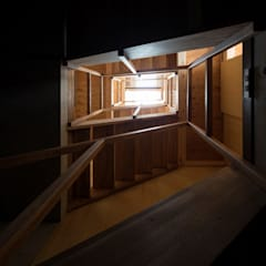 House in Osaki:  Corridor, hallway by Kentaro Maeda Architects