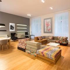 Um apartamento moderno - retro: Salas de estar  por Architect Your Home