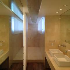 PH - LA ARBOLADA: Baños de estilo  por PA - Puchetti Arquitectos