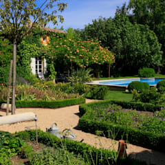 //MONTEUX//Jardin champêtre: Jardin de style  par CONCEPTUELLES PAYSAGE ET DECORATION, Méditerranéen