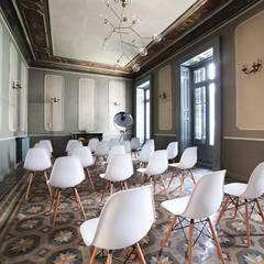The Sibarist: Palacios de congresos de estilo  de The Sibarist Property & Homes