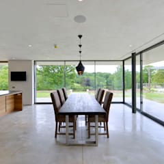 Little England Farm - House:  Dining room by BBM Sustainable Design Limited