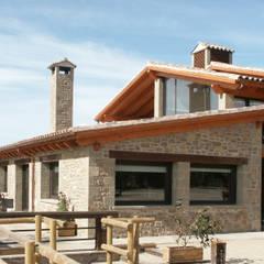 FACHADA COMEDOR: Casas de estilo  de RIBA MASSANELL S.L.