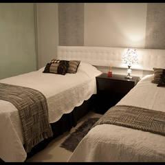 Dormitorio personalizado y eclectico: Dormitorios de estilo  por Diseñadora Lucia Casanova