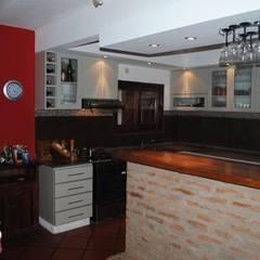 Interiores: Cocinas de estilo  por Arq. Alejandra Bruno