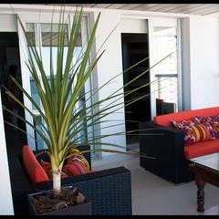 Terraza personalizada: Terrazas de estilo  por Diseñadora Lucia Casanova