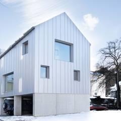 Nordfassade:  Mehrfamilienhaus von Studio für Architektur Bernd Vordermeier