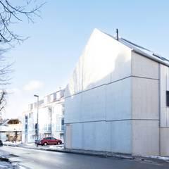 Südfassade:  Mehrfamilienhaus von Studio für Architektur Bernd Vordermeier