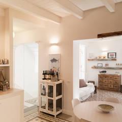 Salas / recibidores de estilo  por Studio Vetroblu_Stefano Ferrando, Mediterráneo