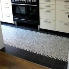 Terrazzo vloertegels bij MAWI tegels:  Keuken door MAWI Tegels, Klassiek Tegels