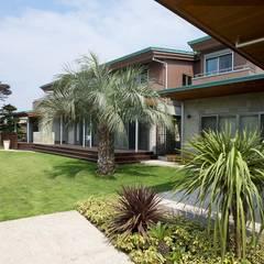 練馬のエコハウス(創エネルギーの近未来型エコハウス) : 有限会社 光設計が手掛けた庭です。